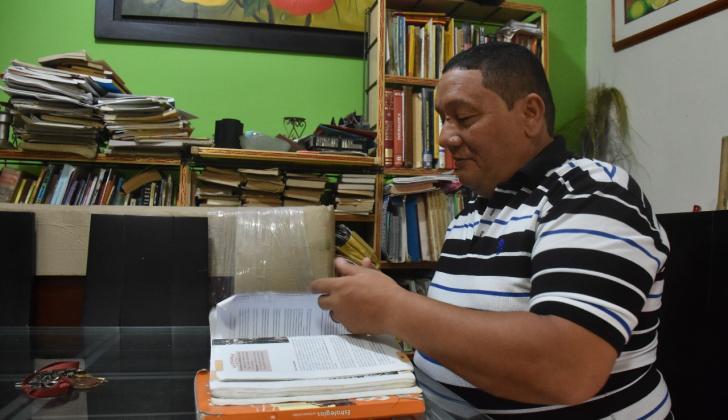 El docente Orlando Molina lleva 25 años dedicados a la enseñanza en el Instituto Distrital de Las Nieves.