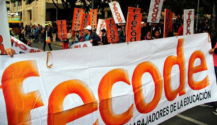 Trabajadores estatales y los maestros agremiados en Fecode marcharon hasta el Ministerio de Educación exigiendo que el Gobierno Nacional cumpla con los compromisos adquiridos.