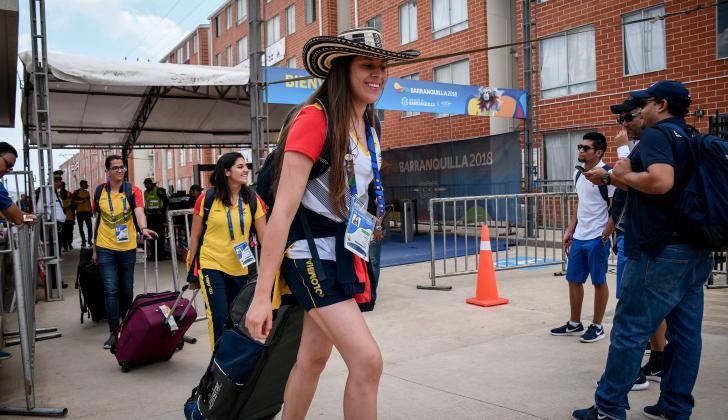 Deportistas de la delegación colombiana abandonando la Villa Centroamericana.