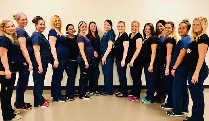 15 de las 16 mujeres que están embarazadas en un hospital en Arizona.