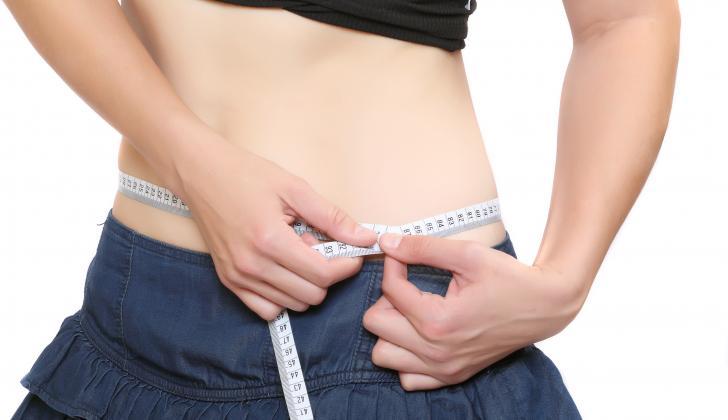 La anorexia nerviosa se da mayormente en mujeres adolescentes.