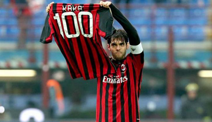 Kaká celebrando su centenar de goles con la camiseta del Milan, el cuál logró en 2014.