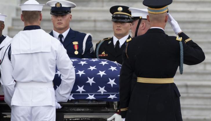 Honores para el senador McCain fallecido el 25 de agosto a los 81 años.