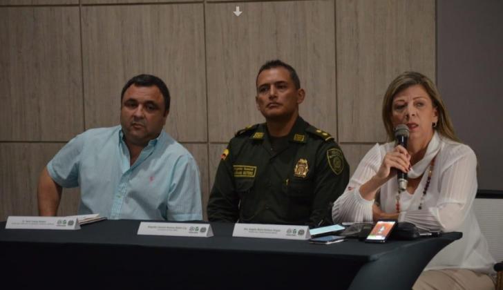 El jefe de la Oficina para la Seguridad y Convivencia Ciudadana, Yesid Turbay; el general Mariano Botero, comandante de la Mebar, y la fiscal  Ángela Bedoya.