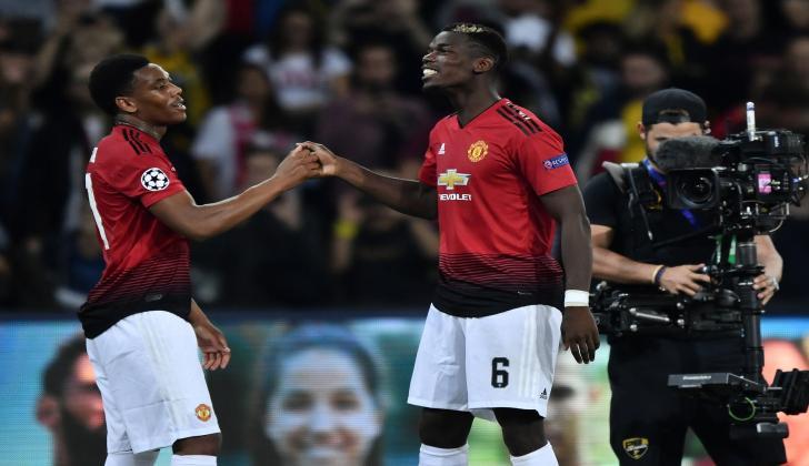El centrocampista francés del Manchester United Paul Pogba (d), autor de dos goles.