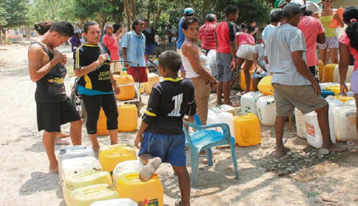 En Taganga la falta de agua es uno de los males eternos en la región.