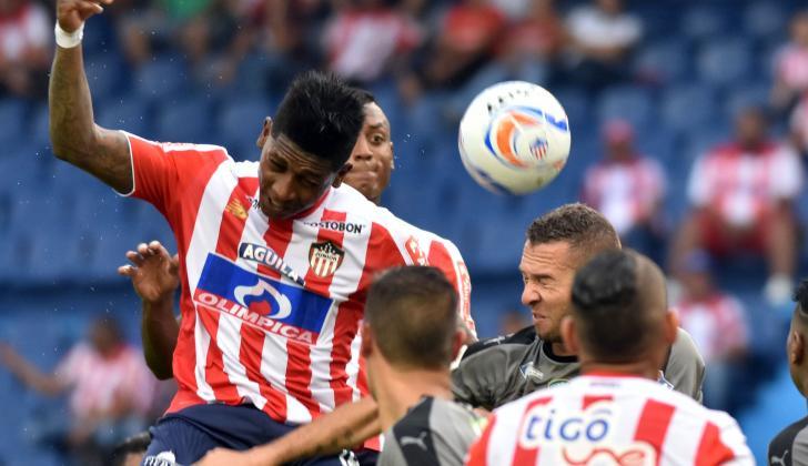 Yony González casi anota a través del juego aéreo.