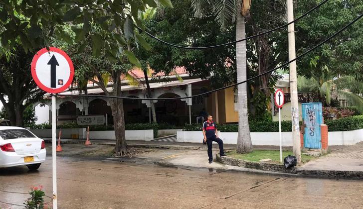 Carrera 59 con calle 70, barrio El Prado, donde están los cables caídos.