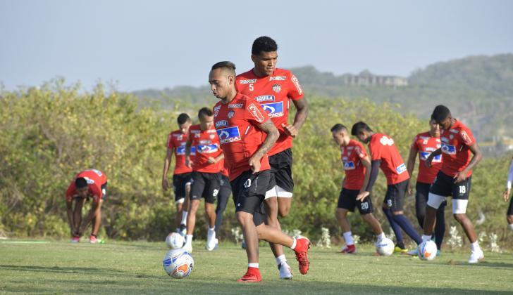 Jarlan Barrera y Rafael Pérez estarán en la titular.