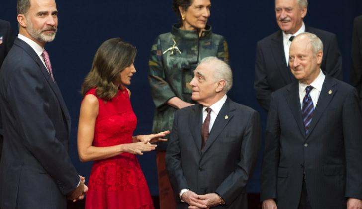 Martin Scorsese recibe el galardón de manos del rey Felipe y doña Letizia.en la ciudad de Oviedo.