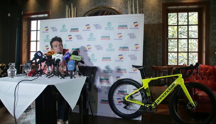 El ciclista antioqueño Rigoberto Urán durante la rueda de prensa en Bogotá.
