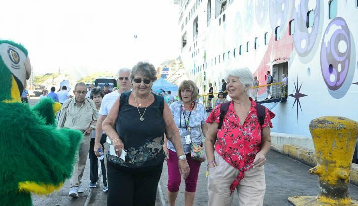 Turistas llegando a Santa Marta.