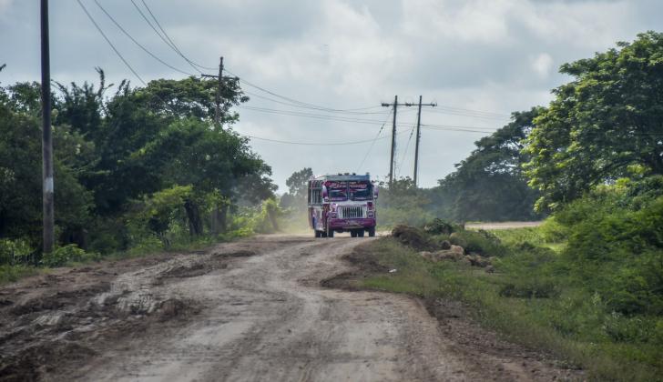 Tramo de la vía Sitionuevo-Remolino que se encuentra destapado y sería utilizado para el nuevo corredor.