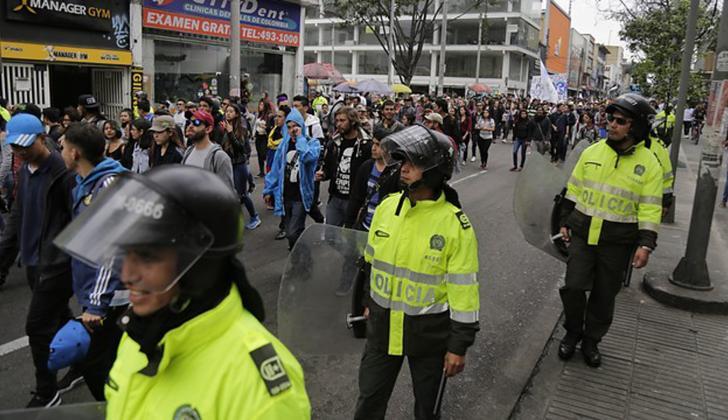 Estudiantes durante la marcha en Bogotá.
