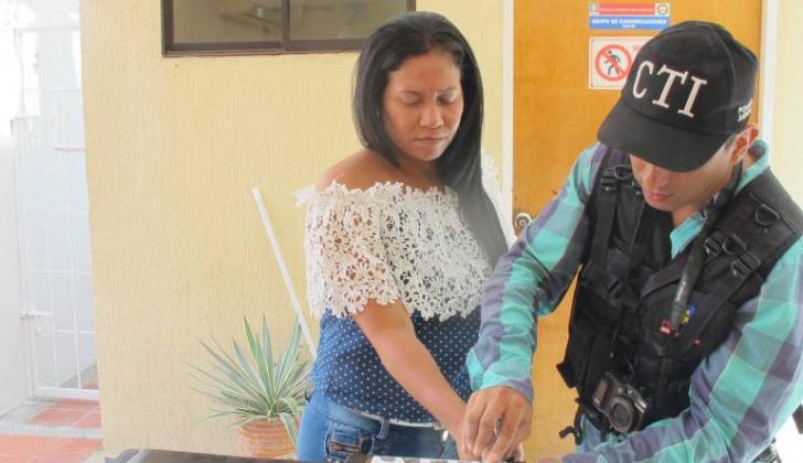 Zunilda Toloza, exalcaldesa de Chiriguaná, reseñada tras ser capturada por agentes del CTI en 2016.