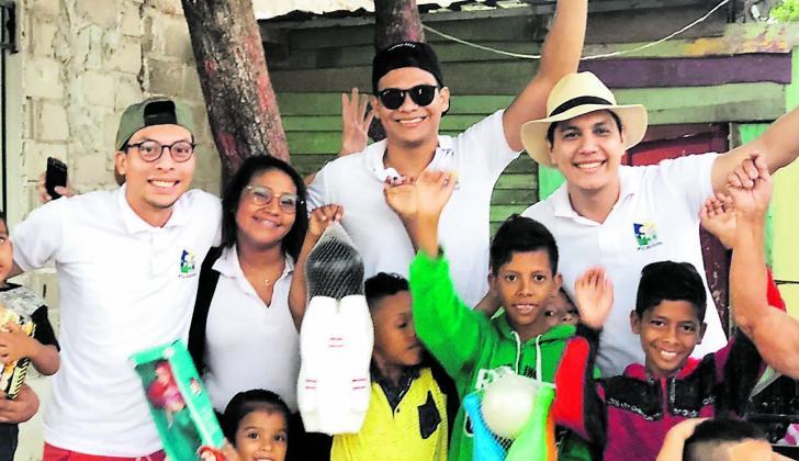Los jóvenes de Fujosol llevaron alegría a los niños de cinco barrios de Soledad.