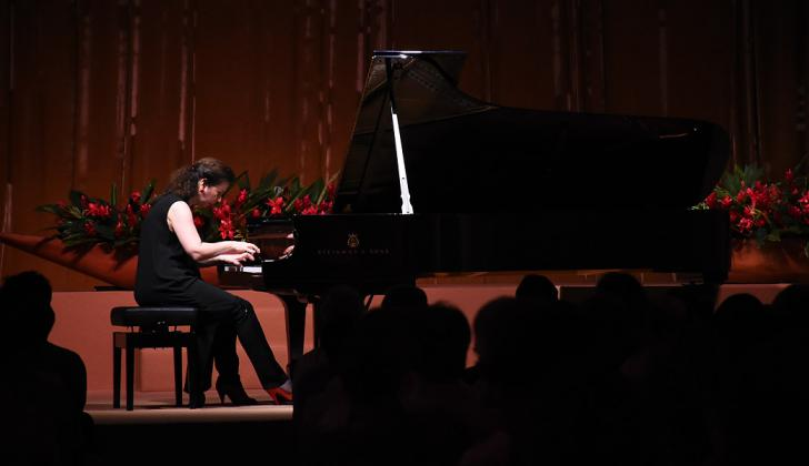 Ángela Hewitt en su piano interpretó piezas clásicas de Bach en la Casa de Eventos 1537 de Cartagena.