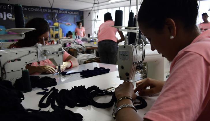 Trabajadores del sector de confecciones en B/quilla.