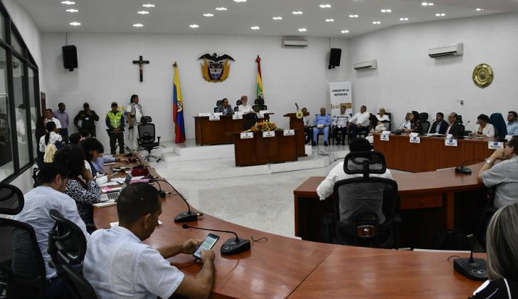 Miembros de la Comisión de Derechos Humanos sesionando en el recinto del Concejo de Barranquilla.