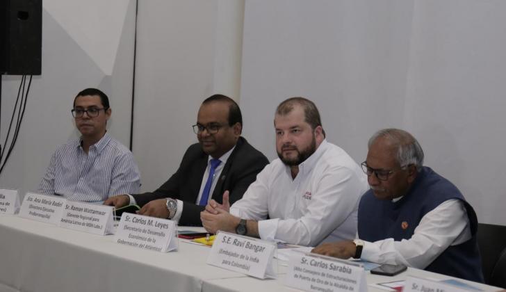 Fabián Padilla, Raman Wattamwar, Carlos M. Leyes y Ravi Bangar en el evento de promoción de Comercio e Inversiones.