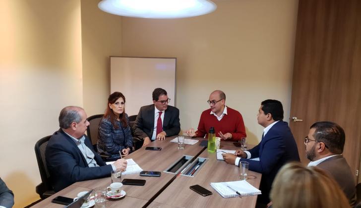 Reunión entre funcionarios del Ministerio de Transporte y de la Gobernación del Magdalena.