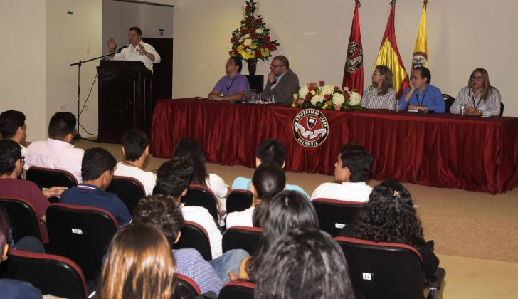 Directivos de la Universidad y funcionarios de la Procuraduría en el evento.