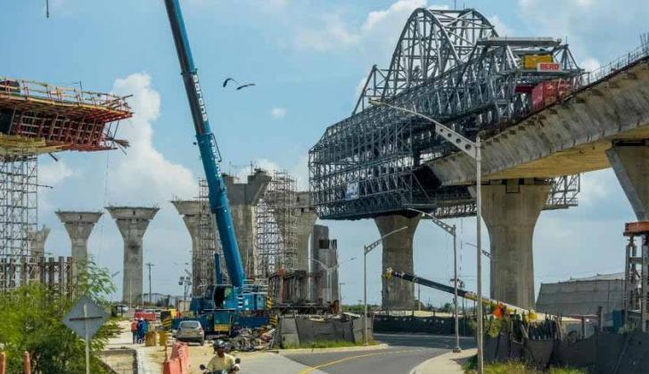 Vista general de las obras de construcción del nuevo puente Pumarejo, que une a Atlántico y Magdalena.