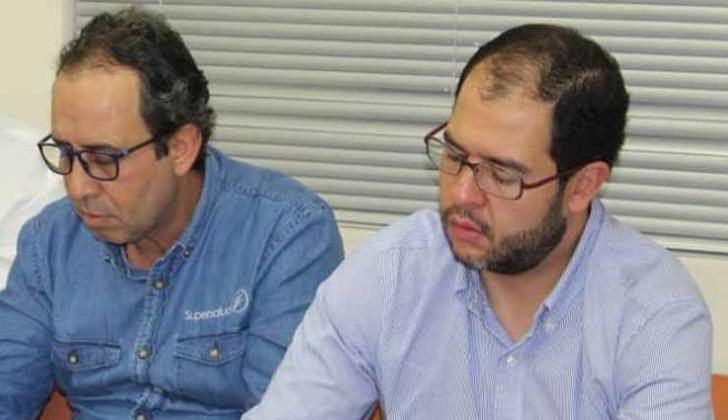 Fabio Aristizábal y Luis Adolfo Diazgranados, en la firma de compromiso para sanear el HUS.