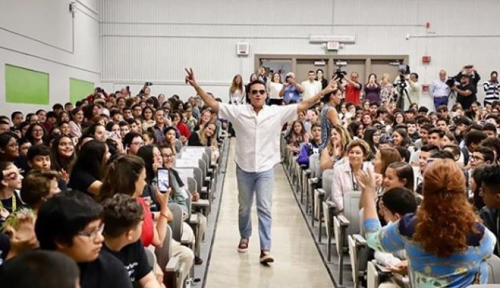 Silvestre Dangond a su llegada a West Miami Middle School.