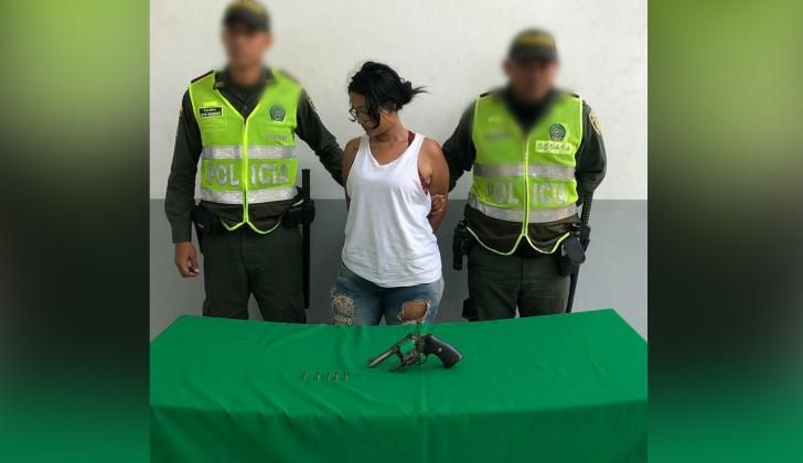 Dani Luz Peña Medina, capturada por porte ilegal de armas de fuego.