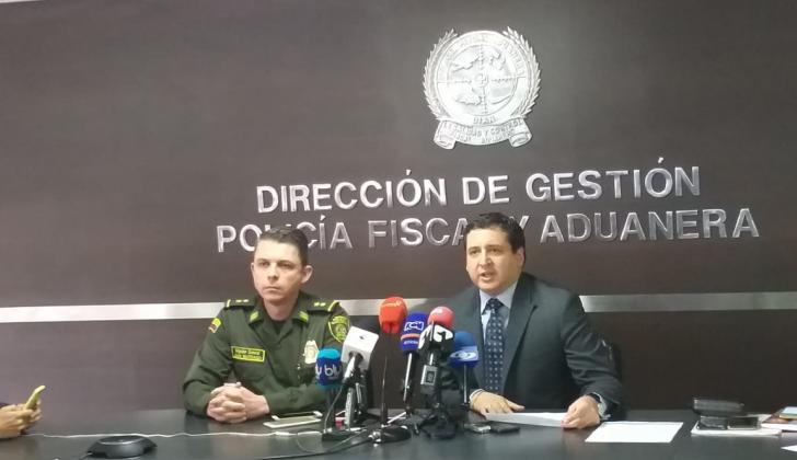 Directores de la Polfa y la Dian, general Juan Carlos Buitrago y José Andrés Romero Tarazona.