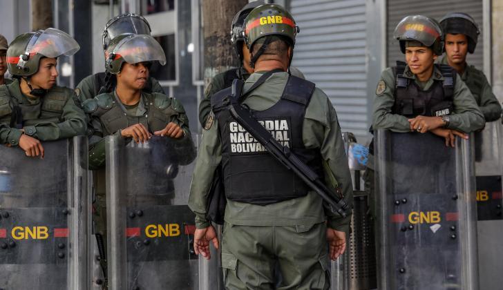 La Guardia Nacional Bolivariana custodia la sede del Parlamento.