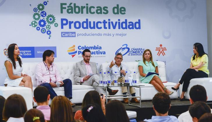 Jackeline Rojas, Jairo Watts, Saúl Pineda, Camilo Fernández y María José Vengoechea, durante la presentación del programa empresarial.