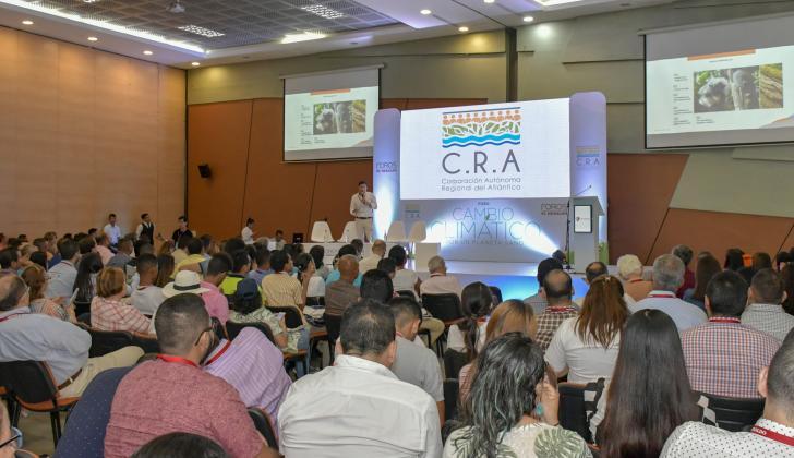 Un grupo de los asistentes al foro de EL HERALDO sobre cambio climático que llegó a su tercera versión.