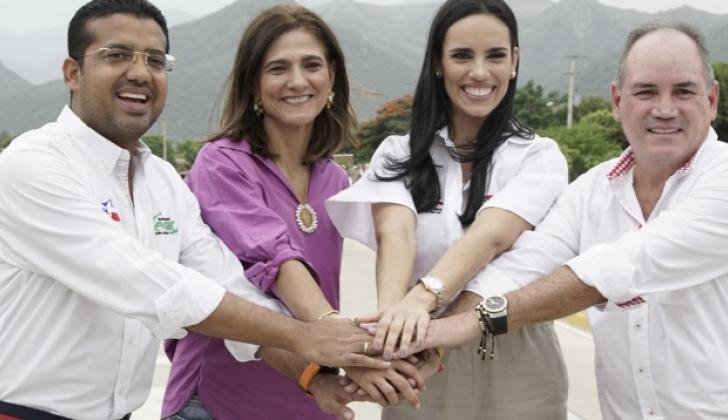La ministra Ángela María Orozco junto al alcalde Augusto Ramírez y el gobernador Franco Ovalle.