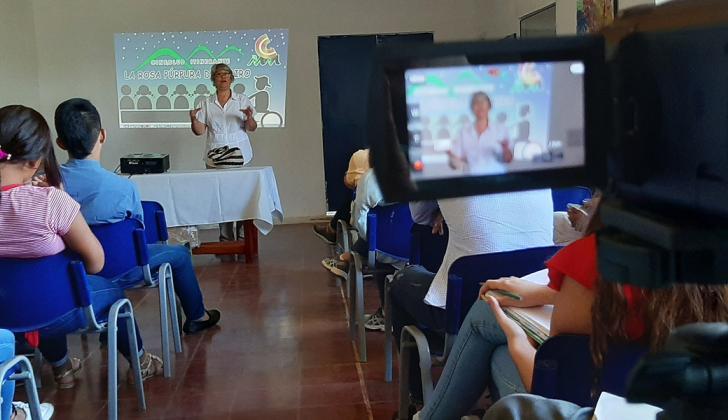 Beatriz Ochoa, de 66 años, habla en la casa de la Cultura del Carmen de Bolívar.
