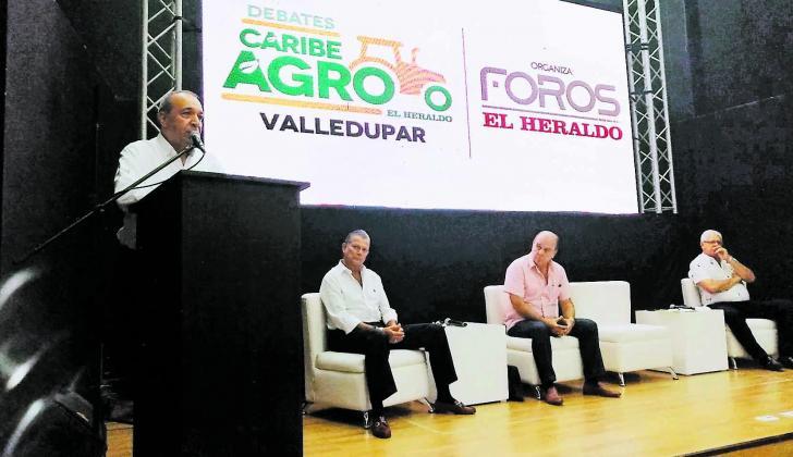 Julio Lozano, Hernán Yunis, Óscar Daza, y Hernán Araújo en el panel sobre el sector ganadero realizado en Caribe Agro.