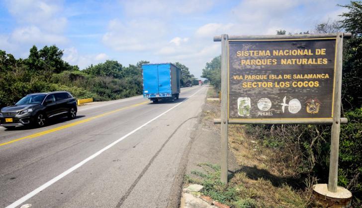 Vista de la vía Barranquilla-Ciénaga, a la altura de la entrada al Vía Parque Isla de Salamanca.