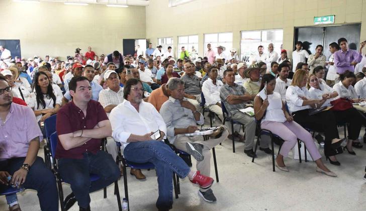 A la reunión también asistieron los congresistas Carlos Meisel y César Lorduy.
