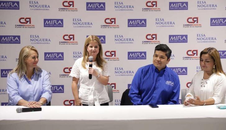 Senadora Aydeé Lizarazo, Elsa Noguera, Carlos Guevara e Irma Herrera, presidente y vicepresidenta de Mira.