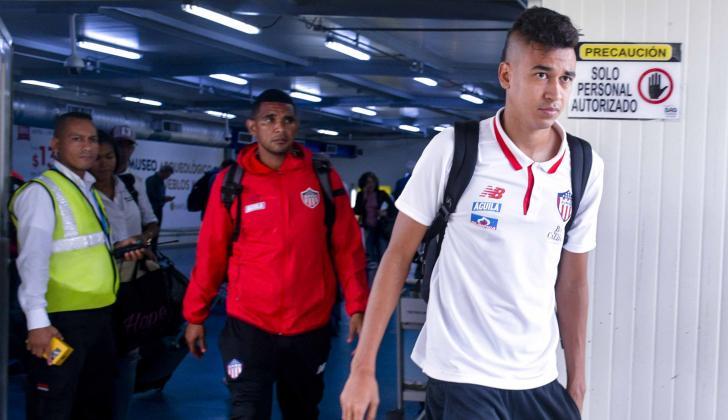 El mediocampista Víctor Danilo Cantillo este lunes a su llegada a Barranquilla.