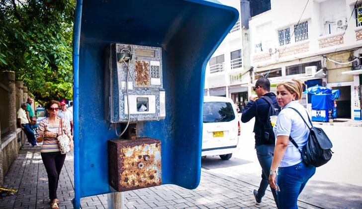 Cabinas telefónicas en desuso en la calle 40 entre carreras 44 y 45.