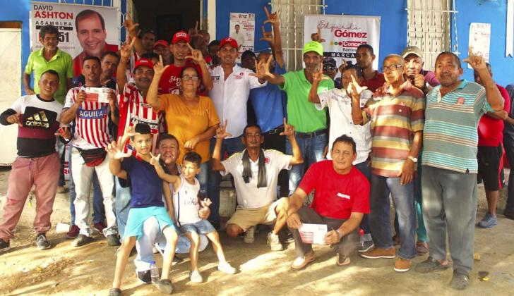 Edgardo Gómez, actual edil y candidato al concejo por el Partido Liberal estuvo reunido con la comunidad del barrio Chiquinquirá.