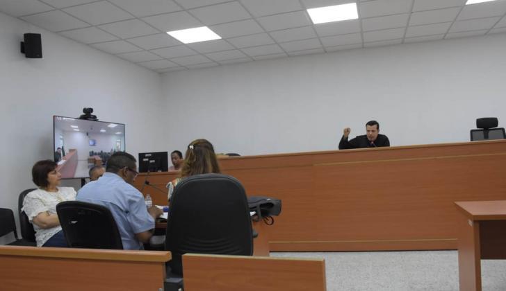 Los abogados de los tres procesados faltaron a la audiencia.
