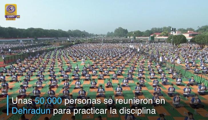 Meditación masiva en India.