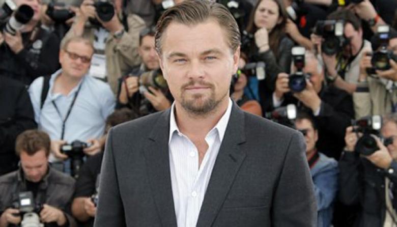 DiCaprio paga 13.600 dólares por un bolso en gala benéfica
