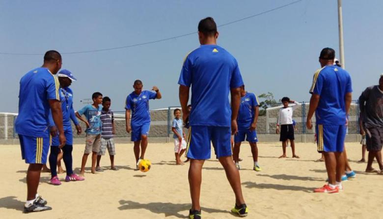 Las' líneas' en Lipaya se mudan de la  calle a la renovada cancha de fútbol