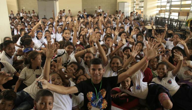 En la foto, los niños de un colegio de Campo de la Cruz después de ver una de las presentaciones de la gira de municipios de 'El Caribe cuenta', el pasado 31 de agosto.