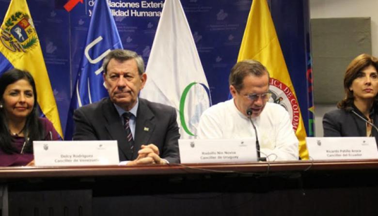 Reunión de cancilleres termina sin fecha para encuentro Santos-Maduro
