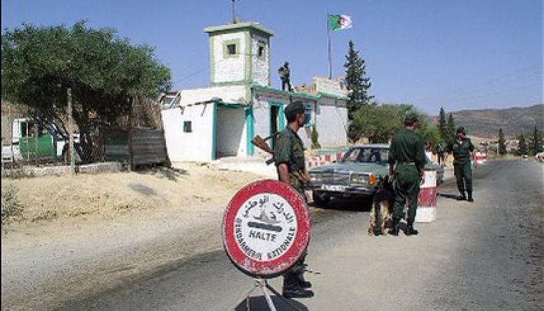 Argelia cierra las fronteras con Libia y Mali y moviliza a 50.000 soldados